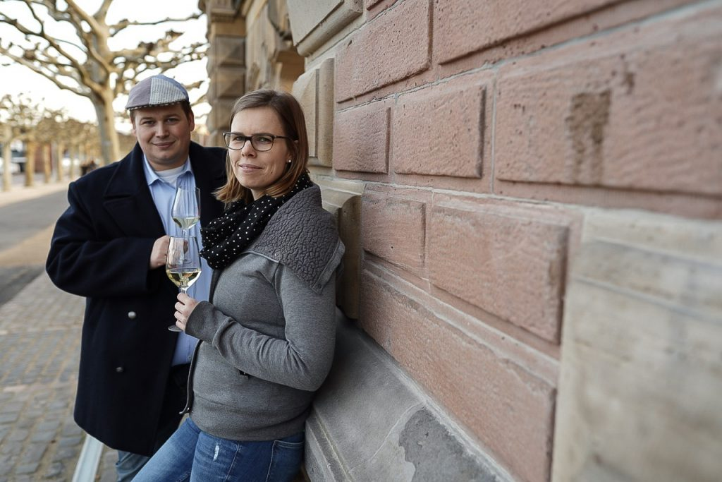 Die Gesichter hinter dem Wein-Laster  Julia und Michael Voß aus Nierstein haben vor einigen Jahren Ihre Liebe zu Oldtimern und Weinen aus Ihrer Heimat Rheinhessen entdeckt.